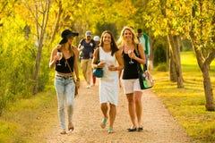 约翰内斯堡,南非, 05/10/2014,三个女孩enjoyi 免版税库存照片