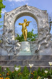 约翰史特劳斯雕象在维也纳 库存照片