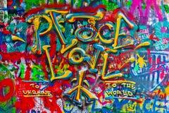 约翰・列侬在Kampa海岛上的街道画墙壁在布拉格 图库摄影
