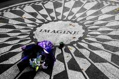 约翰・列侬的花 免版税库存照片