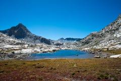 约翰・缪尔足迹的Saphire湖 免版税库存照片
