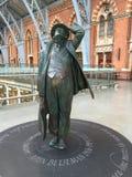 约翰Betjeman雕象在圣Pancras 图库摄影