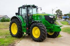 约翰Deere农用拖拉机模型6195M是30 gpm压力流程补偿的液压机构 免版税库存图片