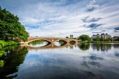 约翰W星期桥梁和查尔斯河在剑桥, Massachu 库存图片