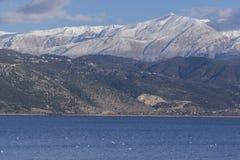 约阿尼纳湖和Pindus山,伊庇鲁斯同盟 免版税库存图片