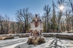 级联喷泉Granja la宫殿西班牙 免版税库存照片