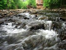 级联小河伊利诺伊岩石 库存照片