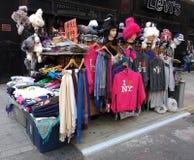 纪念品供营商在纽约,时代广场, NYC,美国 库存图片