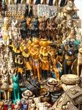 纪念品典型的商品在开罗(埃及) 免版税图库摄影