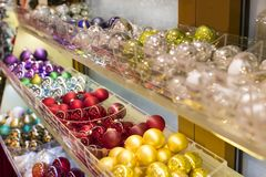 纪念品和首饰圣诞节商店在Sainte-Andr镇在匈牙利 免版税库存图片