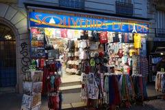 纪念品商店在巴黎 库存图片