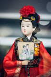纪念品商店的橱窗, 2013年12月16日在北京,中国 中国古典字符模型是旅游纪念品 免版税库存图片