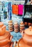 纪念品在一个地方市场上卖了在老镇Sheki,阿塞拜疆 免版税库存照片