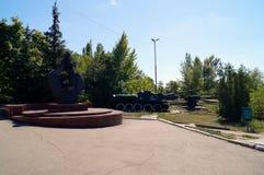 纪念品在胜利的公园 俄国 秋天城市全景萨拉托夫视图 免版税库存图片