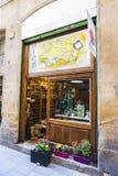 纪念品店、首饰和工艺在巴塞罗那 免版税库存照片
