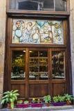 纪念品店、首饰和工艺在巴塞罗那 库存图片
