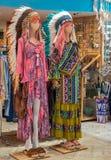 纪念品店和时尚妇女嬉皮的 库存图片