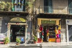 纪念品店和酒吧在巴勒莫在西西里岛,意大利 库存图片