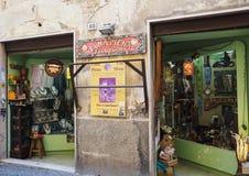 纪念品店和jewelery在贝瓦尼亚镇 免版税库存照片