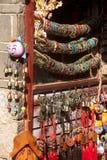 纪念品店在丽江达扬老镇。 免版税库存照片