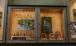 纪念品店葡萄酒窗口  免版税库存图片