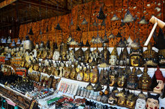 纪念品店Htilominlo寺庙的待售旅客 免版税库存照片