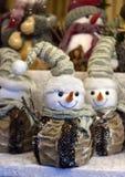 纪念品戏弄雪人在圣诞节市场 免版税图库摄影