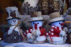 纪念品戏弄雪人在圣诞节市场 图库摄影