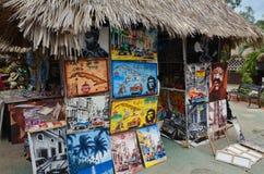 纪念品摊在古巴 库存图片