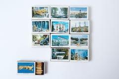 纪念品照片与圣彼德堡配比, Peterhof看法  库存照片