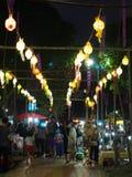 纪念品物品在逗人喜爱的旅游目的地镇销售生活方式:泰国的楠府 免版税库存照片
