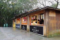 纪念品礼品店在Putuoshan海岛风景区,多孔黏土rgb 库存照片