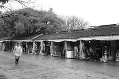 纪念品礼品店在putuoshan海岛风景区,黑白图象 库存图片