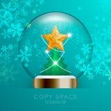 纪念品雪球玻璃闪烁里面有与样式的金黄星和与雪花bokeh光被设置的illustratio的圣诞树 免版税库存照片
