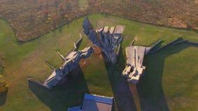 """纪念性建筑â€鸟瞰图""""考纳斯第九堡垒-二战纪念碑 股票录像"""
