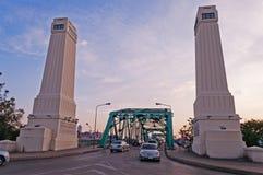 纪念桥梁在日落的曼谷 库存图片