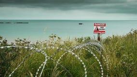 纪念海滩和铁丝网在阿罗芒什,法国 股票录像