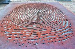 """纪念碑†""""""""Trace""""由波兰艺术家Aleksander Janicki致力了CzesÅ 'aw MiÅ 'osz 免版税库存图片"""