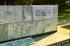 纪念碑下落的水手在Gelendzhik 库存图片