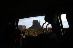 纪念碑从汽车里边的谷视图 免版税库存照片