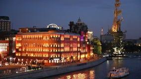 纪念碑向彼得大帝和莫斯科河(夜视图),莫斯科,俄罗斯 影视素材