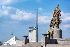纪念碑和架空索道 免版税库存图片
