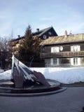纪念碑喷泉在Megeve,法国的中心 库存照片