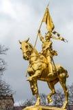 纪念碑圣女贞德在费城,由金黄金属制成 免版税库存照片