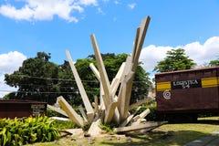纪念碑在圣塔克拉拉,古巴tren与推土机的blindado 免版税库存照片