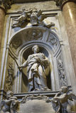 纪念碑在圣皮特圣徒・彼得在梵蒂冈的` s大教堂在罗马意大利 免版税库存照片
