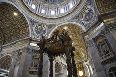 纪念碑在圣皮特圣徒・彼得在梵蒂冈的` s大教堂在罗马意大利 库存照片