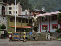 纪念碑在马丘比丘镇,秘鲁 免版税库存图片