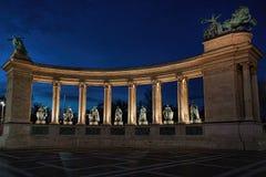 纪念碑柱廊在晚上 库存照片