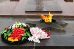 纪念碑永恒火焰 在下落的战斗机的正方形 库存照片